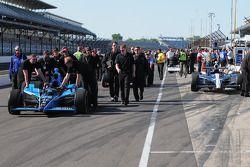 Tomas Scheckter, Dale Coyne Racing; Oriol Servia, Rahal Letterman Racing; et John Andretti, Richard