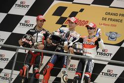 Podio: ganador de la carrera Jorge Lorenzo, Fiat Yamaha Team, Marco Melandri, Hayate Racing Team el segundo lugar y tercer lugar Dani Pedrosa, Repsol Honda Team
