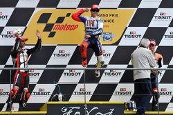 Podio: ganador de la carrera Jorge Lorenzo, Fiat Yamaha Team, Marco Melandri, Hayate Racing Team el