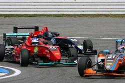 Marco Wittmann, Mücke Motorsport, Dallara F308 Mercedes, voor Tiago Geronimi, Signature, Dallara F30