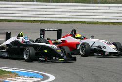 Atte Mustonen, Motopark Academy, Dallara F308 Mercedes, voorbij Matteo Chinosi, Prema Powerteam, Dal