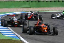 Alexandre Marsoin, SG Formula, Dallara F308 Mercedes, devance Christopher Zanella, Motopark Academy, Dallara F308 Mercedes