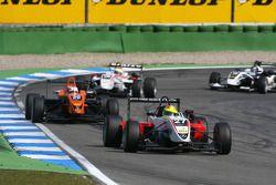 Matteo Chinosi, Prema Powerteam, Dallara F308 Mercedes, devance Andrea Caldarelli, SG Formula, Dalla