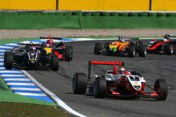 Jules Bianchi, ART Grand Prix, Dallara F308 Mercedes, devance Stefano Coletti, Prema Powerteam, Dallara F308 Mercedes, Mika Mäki, Signature, Dallara F308 Volkswagen, Sam Bird, Mücke Motorsport, Dallara F308 Mercedes