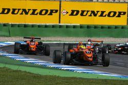 Henkie Waldschmidt, SG Formula, Dallara F308 Mercedes, devance Alexandre Marsoin, SG Formula, Dallar