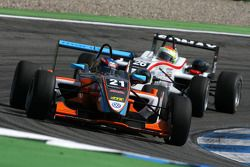 Robert Wickens, Kolles & Heinz Union, Dallara F308 Volkswagen, devance Alexander Sims, Mücke Motorsport, Dallara F308 Mercedes
