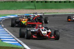 Jules Bianchi, ART Grand Prix, Dallara F308 Mercedes, devance Sam Bird, Mücke Motorsport, Dallara F308 Mercedes, Roberto Merhi, Manor Motorsport, Dallara F308 Mercedes