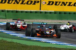 Robert Wickens, Kolles & Heinz Union, Dallara F308 Volkswagen, devance Adrian Tambay, ART Grand Prix