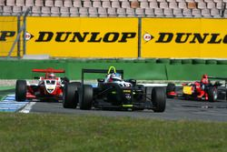 Atte Mustonen, Motopark Academy, Dallara F308 Mercedes, devance Jules Bianchi, ART Grand Prix, Dallara F308 Mercedes, Mika Mäki, Signature, Dallara F308 Volkswagen