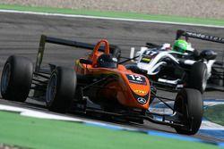 Robert Wickens, Kolles & Heinz Union, Dallara F308 Volkswagen, devance Kevin Mirocha, HBR Motorsport