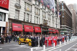 Les 500 miles d'Indy de 2009 visitent Square and Macy's à New York
