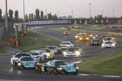 Départ: #1 Vitaphone Racing Team Maserati MC 12: Michael Bartels, Andrea Bertolini mènent la danse