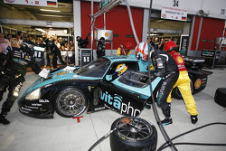 Pit stop pour la Maserati MC 12 N°1 : Michael Bartels, Andrea Bertolini