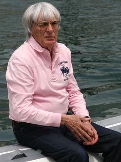 Bernie Ecclestone goes to FOTA meeting, Flavio Briatore yacht