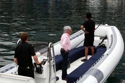 Bernie Ecclestone, his way to FOTA meeting, boat, Flavio Briatore, Renault F1 Team, Takım Şefi, Dire