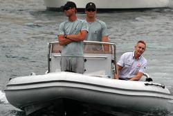 Martin Whitmarsh, McLaren, Şef Sorumlusu, his way to FOTA meeting, boat, Flavio Briatore, Renault F1