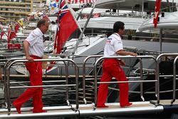 John Howett, Toyota F1 Team, Başkanı TMG going to FOTA meeting, boat, Flavio Briatore, Renault F1 Te
