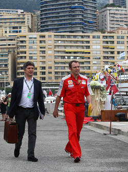 Stefano Domenicali, Scuderia Ferrari, Direktör going to FOTA meeting, boat, Flavio Briatore, Renault