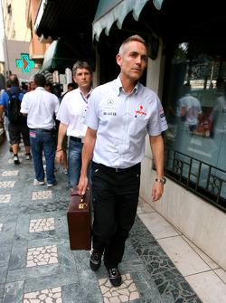 Martin Whitmarsh, McLaren, Şef Sorumlusu goes to meeting ve Bernie Ecclestone ve Max Mosley, ACM.