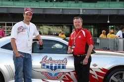 Les pilotes du Pace Car de l'Indy 500, Josh Duhamel et Johnny Rutheford