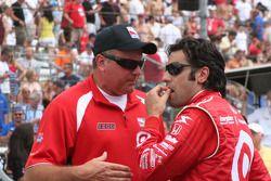 Dario Franchitti rend visite à Brian Barnhart le directeur de compétition en Indy League