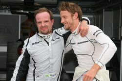 Ganador de la Pole Position Jenson Button, Brawn GP y el segundo puesto Rubens Barrichello, Brawn G
