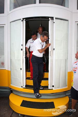 Dr. Mario Theissen, BMW Sauber F1 Team, BMW Motorsport Director sale de una reunión de jefes de equi