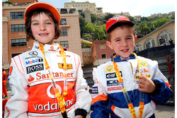 Young fans, McLaren Mercedes ve Renault F1 Team