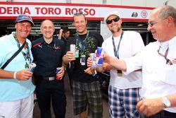 Entrenador Huub Stevens, Teamchef Franz Toast, Aksel Lund Svindal, Marco Buechel und Burghard Hummel