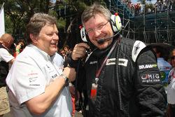 Norbert Haug, directeur sportif de Mercedes, et Ross Brawn, Team Principal de Brawn GP