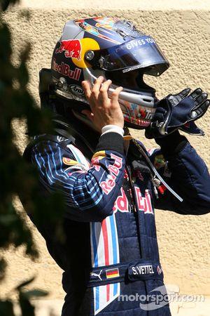 Sebastian Vettel, Red Bull Racing fuera del coche tras estrellarse