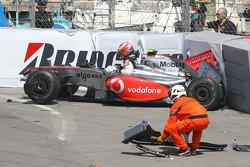 Heikki Kovalainen, McLaren Mercedes crashed