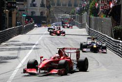 Kimi Raikkonen, Scuderia Ferrari lídera aSebastian Vettel, Red Bull Racing