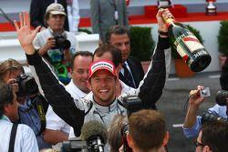 Ganador de la carrera Jenson Button, Brawn GP