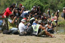 Les photographes couvrent l'action