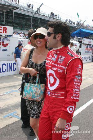 Ashley Judd et Dario Franchitti descend la pitlane avant le 93ème Indianapolis 500
