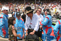 Richard Petty visita a Mrs. John Andretti