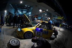 Arrêt au stand pour #83 König Komfort- u. Rennsitze GmbH Audi A3: Roland Waschkau, Rudi Speich, Klaus Hormes