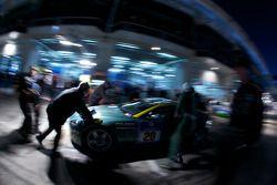 L'Aston Martin N24 (Arnold Herreman, Kurt Dujardyn, Anton Gohnissen, Jean-Paul Herreman) au garage