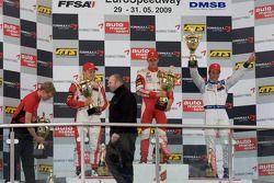 Podio: ganador de la carrera Jules Bianchi, ART Grand Prix Dallara F308 Mercedes, el segundo lugar V