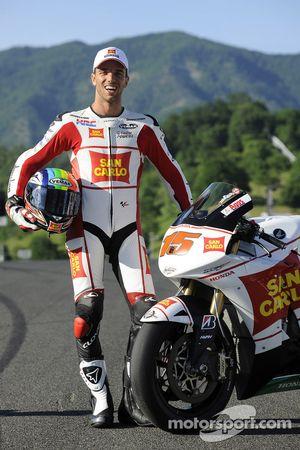 Alex de Angelis durante la sesión de fotos del equipo Gresini