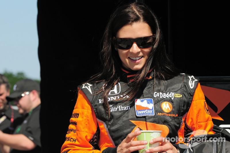 Один раз в первой тройке в Индианаполисе финишировала женщина: в 2009 году американская гонщица Даника Патрик заняла в Indy 500 третье место