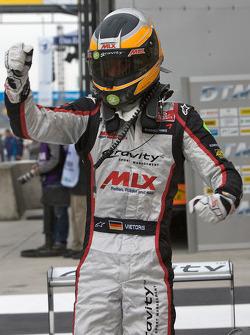 Le vainqueur Christian Vietoris, Mücke Motorsport Dallara F308 Mercedes célèbre
