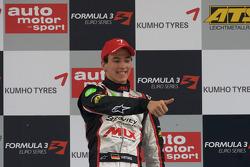 Podium: le vainqueur Christian Vietoris, Mücke Motorsport Dallara F308 Mercedes