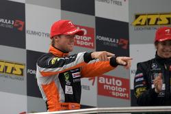 Podium: troisième place Sam Bird, Mücke Motorsport Dallara F308 Mercedes
