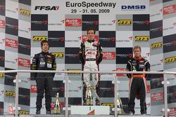 Podium: le vainqueur Christian Vietoris, Mücke Motorsport Dallara F308 Mercedes, seconde place Roberto Merhi, Manor Motorsport Dallara F308 Mercedes, troisième place Sam Bird, Mücke Motorsport Dallara F308 Mercedes