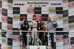 Podium: le vainqueur Christian Vietoris, Mücke Motorsport Dallara F308 Mercedes, seconde place pour Roberto Merhi, Manor Motorsport Dallara F308 Mercedes, troisième place Sam Bird, M_ºcke Motorsport Dallara F308 Mercedes