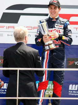 Max Mosley FIA President presents the trophy to Robert Wickens