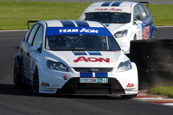 Alan Morrison leads Tom Chilton
