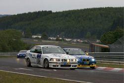#154 BMW 318is: Thomas Simon, Ronald Rumm, Karl-Heinz Willmann, #157 MSC Wahlscheid e.V. i. ADAC BMW E36 318is: Michael Jestädt, Rolf Derscheid, Michael Flehmer, Werner Schlehecker